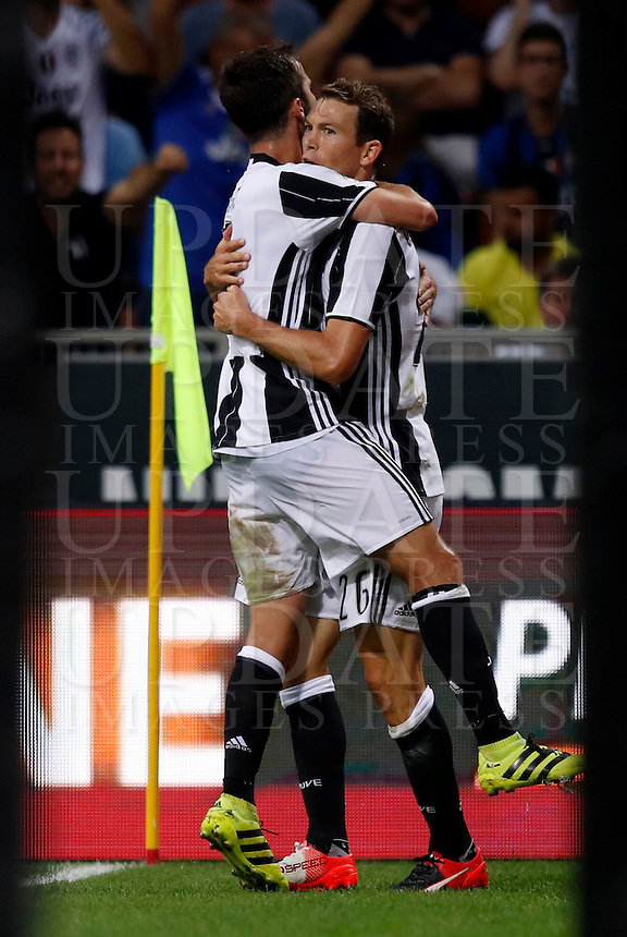 Calcio, Serie A: Inter vs Juventus. Milano, stadio San Siro, 18 settembre 2016.<br /> Juventus' Stephan Lichsteiner, right, is hugged by teammate Miralem Pjanic after scoring during the Italian Serie A football match between FC Inter and Juventus at Milan's San Siro stadium, 18 September 2016.<br /> UPDATE IMAGES PRESS/Isabella Bonotto
