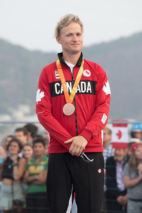 Logan Campbell, Rio 2016 - Para Sailing // Voile adapteé.<br /> Logan Campbell receives his bronze medal for the 3-Person Keelboat (Sonar) // Logan Campbell reçoivent son médaille de bronze pour le quillard 3 personnes (Sonar). 17/09/2016.