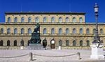 Deutschland, Bayern, Oberbayern, Muenchen: Residenz Museum und Denkmal Koenig Max II. Joseph | Germany, Bavaria, Upper Bavaria, Munich: Residence Museum and statue of King Max II. Joseph
