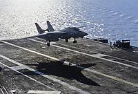 "- US Navy, Kennedy aircraft carrier, landing of a F 14 ""Tomcat"" fighter aircraft <br /> <br /> - US Navy, portaerei Kennedy,appontaggio di un aereo da caccia F 14 ""Tomcat"""