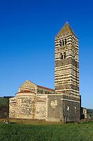 Pisanisch-Toskanische Kirche SS.Trinita di Saccargia (12.Jh.)  bei Codrongianos,  Provinz Sassari, Nord - Sardinien, Italien