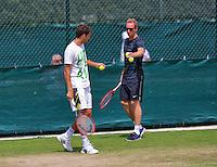 England, London, June 29, 2015, Tennis, Wimbledon, practisecourts, Robin Haase (NED) and his coach Mark de Jong<br /> Photo: Tennisimages/Henk Koster