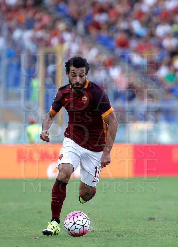 Calcio, Serie A: Roma vs Sassuolo. Roma, stadio Olimpico, 20 settembre 2015.<br /> Roma's Mohamed Salah in action during the Italian Serie A football match between Roma and Sassuolo at Rome's Olympic stadium, 20 September 2015.<br /> UPDATE IMAGES PRESS/Isabella Bonotto