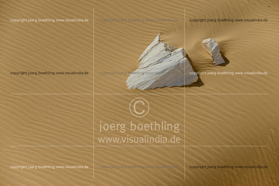 EGYPT, Farafra, Nationalpark White Desert, chalk rocks shaped by wind and sand erosion / AEGYPTEN, Farafra, Nationalpark Weisse Wueste