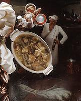 """Europe/France/Rhône-Alpes/69/Rhone/Lyon: Cuisine des Bouchons - Gastronomie Lyonnaise - Gratin de Cardons au jus et à la moelle recette de Jean-Paul Lacombe de """"Léon de Lyon"""""""