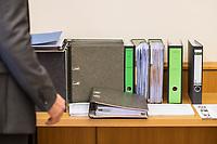 """8. Sitzungstag des 1. Untersuchungsausschusses """"Terroranschlag Breitscheidplatz"""" am Freitag den 5. Januar 2018.<br /> Als Zeugen fuer die 8. Sitzung des sog. """"Amri-Untersuchungsausschuss"""" des Berliner Abgeordnetenhaus waren Behoerdenmitarbeiter aus Nordrhein-Westfalen, der Berliner Auslaenderbehoerde und dem Bundesinnenministerium geladen. Film-, Foto- und Tonaufnahmen von den Zeugen waren untersagt.<br /> Der Amri-Untersuchungsausschuss will versuchen die diversen Unklarheiten im Fall des Weihnachtsmarkt-Attentaeters zu aufzuklaeren.<br /> Im Bild: Aktenordner mit Unterlagen zum Untersuchungsausschuss.<br /> 5.1.2018, Berlin<br /> Copyright: Christian-Ditsch.de<br /> [Inhaltsveraendernde Manipulation des Fotos nur nach ausdruecklicher Genehmigung des Fotografen. Vereinbarungen ueber Abtretung von Persoenlichkeitsrechten/Model Release der abgebildeten Person/Personen liegen nicht vor. NO MODEL RELEASE! Nur fuer Redaktionelle Zwecke. Don't publish without copyright Christian-Ditsch.de, Veroeffentlichung nur mit Fotografennennung, sowie gegen Honorar, MwSt. und Beleg. Konto: I N G - D i B a, IBAN DE58500105175400192269, BIC INGDDEFFXXX, Kontakt: post@christian-ditsch.de<br /> Bei der Bearbeitung der Dateiinformationen darf die Urheberkennzeichnung in den EXIF- und  IPTC-Daten nicht entfernt werden, diese sind in digitalen Medien nach §95c UrhG rechtlich geschuetzt. Der Urhebervermerk wird gemaess §13 UrhG verlangt.]"""