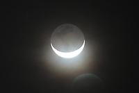 BOGOTÁ - COLOMBIA, 11-12-2020: Luna decembrina en cuarto menguante en la madrugada. / <br /> December moon in last quarter at dawn. Photo: VizzorImage / Felipe Caicedo/ Staff