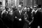 EDOARDO E IDA PACE VISCONTI<br /> FUNERALI DI LUCHINO VISCONTI<br /> CHIESA DI SANT'IGNAZIO ROMA 3 MARZO 1976