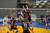 27-02-2021: Volleybal: Amysoft Lycurgus v Computerplan VCN: Groningen Lycurgus speler Dennis Borst slaat de bal langs VCN  speler  Vincent Smid