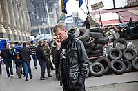 """UKRAINE, 04.2014, Kiew. Rechtsextremes Kampfbuendnis """"Rechter Sektor"""": Igor Mazur, genannt Topol, einer der Schluesselfiguren und Anfuehrer, auf dem Maidan-Platz.   Right wing extremist combat alliance """"Right Sector"""": One of the key commanders, Igor Mazur a.k.a. Topol, in Maidan Nezaleshnosty square. © Arturas Morozovas/EST&OST"""