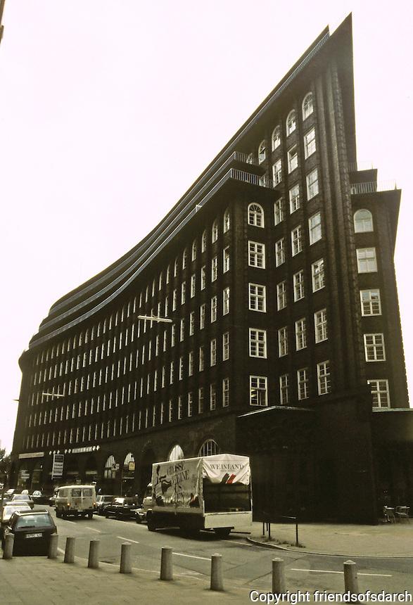Fritz Hoger: Chilehaus, Hamburg 1923. Ten story office building of brick construction. Photo '87.
