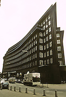 Fritz Hoger: Chilehaus, Hamburg 1923. Ten story office building of brick construction. Photo '87.