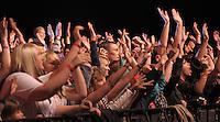 1050 Jahre Eilenburg. Stadtfest. Konzert auf der PSR-Buehne. Die Berliner Band Culcha Candela startet senkrecht! Das Eilenburger Publikum geht mit. im Bild: Das Publikum geht mit.  Foto: Alexander Bley