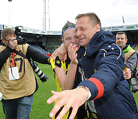 20160417 - WESTERLO , BELGIUM : Lierse's coach Daniel Simmes celebrating with his players after winning  the final of Belgian cup 2016 , a soccer women game between SK Lierse Dames and RSC Anderlecht  , in stadion Het Kuipje Westerlo , sunday 17 th April 2016 . PHOTO SPORTPIX.BE / DIRK VUYLSTEKE