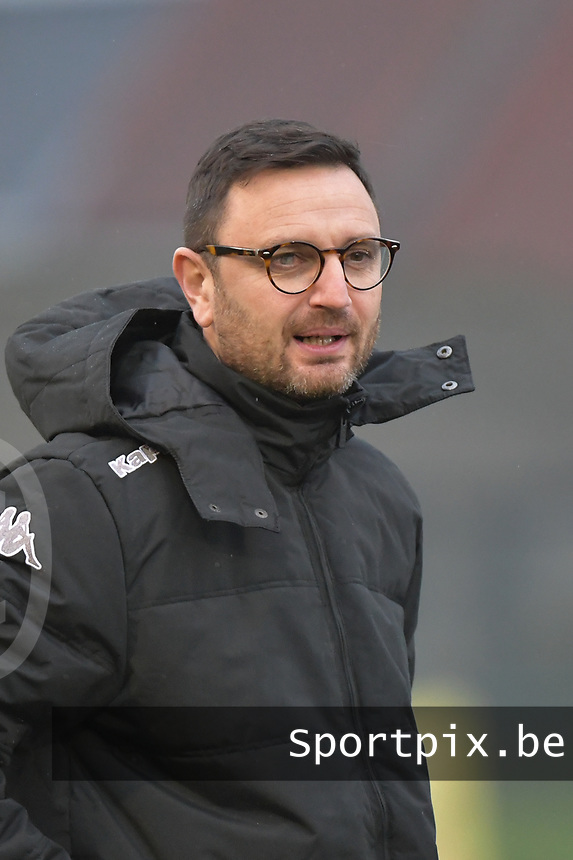 Head Coach Philippe Venturoso of Sporting Charleroi  pictured during a female soccer game between SV Zulte - Waregem and Sporting Charleroi on the eleventh matchday of the 2020 - 2021 season of Belgian Scooore Womens Super League , saturday 23 th of January 2021  in Zulte , Belgium . PHOTO SPORTPIX.BE   SPP   DIRK VUYLSTEKE