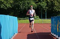 Tobias Rink (Naunheim) kommt ins Ziel - Mörfelden-Walldorf 18.07.2021: MoeWathlon