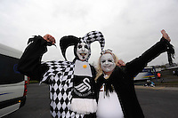 Pictured: Husband and wife Swansea supporters at Leigh Delamere services on the M4 motorway making their way to Wembley Stadium. Sunday 24 February 2013<br /> Re: Capital One Cup fooball final, Swansea v Bradford at the Wembley Stadium in London.
