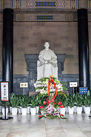 Nanjing, Jiangsu, China.  Statue of Sun Yat-sen in the Sun Yat-sen Mausoleum.