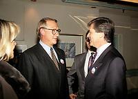 Claude Beauchamps<br />  et  Gerald Tremblay en Octobre 1992 durant le referendum.<br /> <br /> PHOTO : Agence Quebec Presse