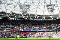 3rd October 2021;   City of London Stadium, London, England; EPL Premier League football, West Ham versus Brentford; The Brentford team in an huddle before kick off