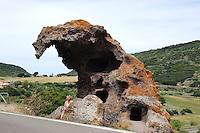 Felsen mit neoltischen Grabkammern Roccia dell'Elefante bei Castelsardo, Provinz Sassari, Nord - Sardinien, Italien