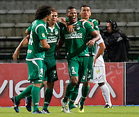 MANIZALES -COLOMBIA, 23-11-2013. Fainer Torijano (2) de Deportivo Cali celebra un gol en contra de Once Caldas durante partido válido por la fecha 3 de los cuadrangulares finales de la Liga Postobón II 2013 jugado en el estadio Palogrande de la ciudad de Manizales./ Deportivo Cali player Fainer Torijano (2) celebrates a goal against Once Caldas during match for the 3rd date of final quadrangulars of the Postobon  League II 2013 at Palogrande stadium in Manizales city. Photo: VizzorImage/Santiago Osorio/STR