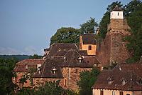 Europe/Europe/France/Midi-Pyrénées/46/Lot/Prudhomat: Château de Castelnau-Bretenoux - les maisons du village