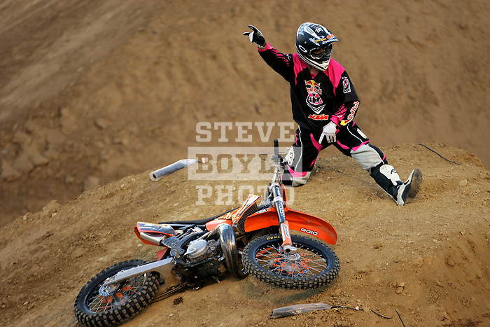 Ronnie Renner celebrates after competing in the Moto X Freestyle elimination round during X-Games 12 in Los Angeles, California on August 5, 2006.