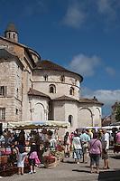Europe/France/Midi-Pyrénées/46/Lot/Souillac: Marché devant le chevet de l' Abbaye Sainte-Marie de Souillac du XIIe siècle