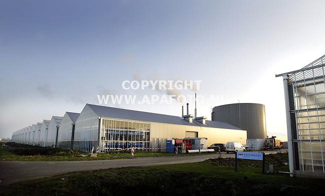 Bergerden, 071105<br />Warmtecentrale met rechts ernaast de kassen van Presikhaaf groen.<br />Foto: Sjef Prins - APA Foto