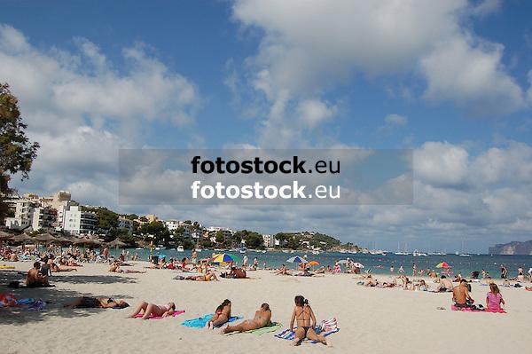 Santa Ponsa beach<br /> <br /> Playa de Santa Ponsa (Platja de Santa Ponca)<br /> <br /> Strand von Santa Ponsa<br /> <br /> 3008 x 2000 px