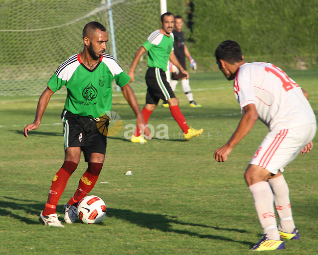 The Palestinian team of Union Shijaia and the team of Gaza Sports during the Palestinian league in Gaza city on Oct. 29, 2012. Photo by Alaa Shamaly