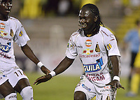 NEIVA, COLOMBIA, 28-08-2013. Yimmy Chara (R) del Tolima celebra un gol en contra del Huila en partido válido por la septima fecha de la Liga Postobón II 2013 jugado en el estadio Guillermo Plazas Alcides de la ciudad de Neiva./ Yimmy Chara of Tolima celebrates a gola against Huila during match valid for the seventh date of Postobon League II 2013 at Guillermo Plazas Alcid stadium in Neiva city. Photo: VizzorImage/Gabriel Aponte /STR