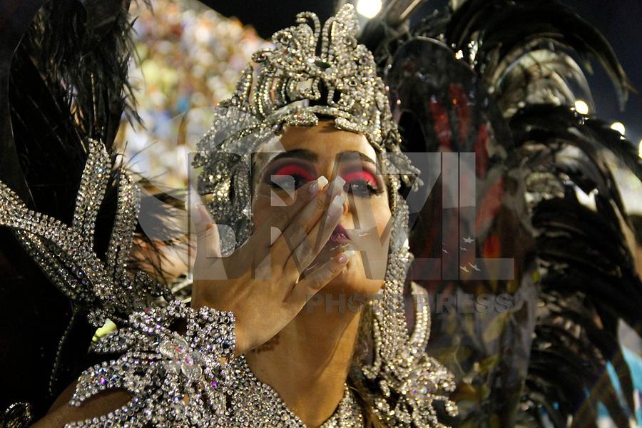 RIO DE JANEIRO, RJ, 07 DE JANEIRO 2011 - CARNAVAL RJ - UNIÃO DA ILHA - RIO DE JANEIRO, RJ, 07 DE JANEIRO 2011 - CARNAVAL RJ - UNIÃO DA ILHA - Rainha da Bateria Bruna Bruno durante desfile da Escola União da Ilha se apresentam no Sambódromo da Marquês de Sapucaí durante o segundo dia dos desfiles do Grupo Especial do Carnaval 2011 do Rio de Janeiro. (FOTO: VANESSA CARVALHO / NEWS FREE).