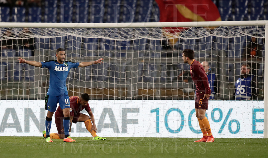 Calcio, Serie A: Roma, stadio Olimpico, 19 marzo, 2017<br /> Sassuolo's Grégoire Defrel (l) celebrates after scoring during the Italian Serie A football match between Roma and Sassuolo at Rome's Olympic stadium, March 19, 2017<br /> UPDATE IMAGES PRESS/Isabella Bonotto
