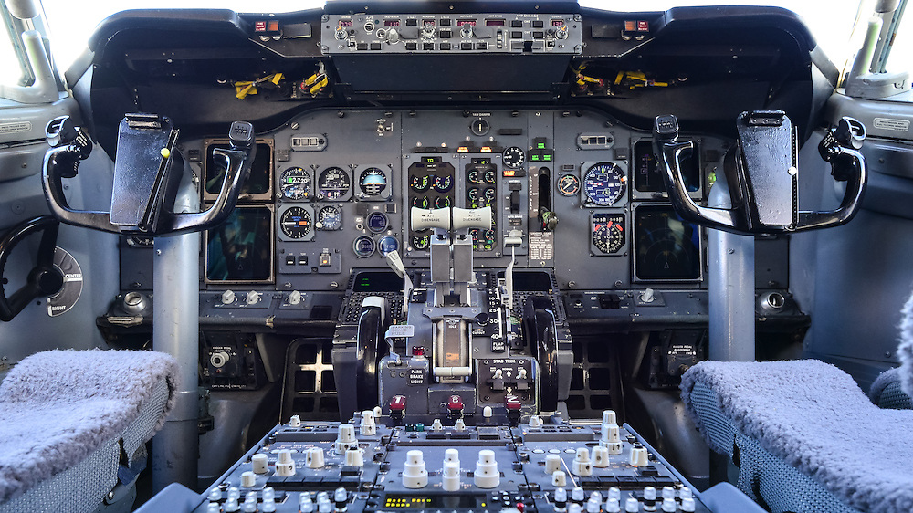 Boeing 737 Cockpit Center Console And Throttle Pedestal Simon Blakesley Aviation And Outdoor