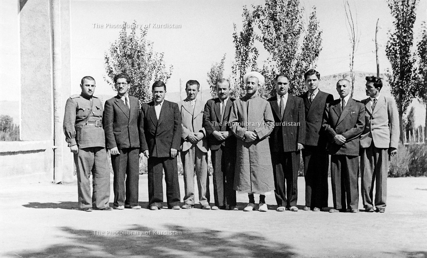 Iran 1946 .Qazi Mohammed, 5th from right, with his ministers on the terrace of his house in Mahabad. .Iran 1946.Qazi Mohammed, 5eme a droite, avec ses ministres sur la terrasse de sa maison a Mahabad .a sa droite, Sadik Haidari et 3eme a gauche, Ahmed Elahi
