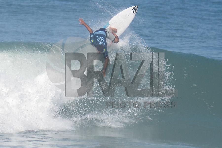SAQUAREMA, RJ, 16.05.2018 - WSL-RJ - Michael Rodrigues, no Oi Rio Pro etapa da WSL na Praia de Itaúna, Saquarema, Rio de Janeiro nesta quarta-feira, 16.(Foto: Clever Felix/Brazil Photo Press)