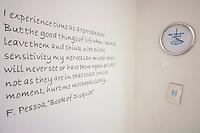 CROATIA, Zagreb, 31/01/2011.A clock, set nine hours ahead. She was from U.S., he was from Europe. He broke up with her over Skype. .San Francisco, USA.© Petar Kurschner / Est&Ost Photography.CROATIE, Zagreb, 31/01/2011.Une horloge, avec un décalage horaire de 9h. Elle était aux Etats-Unis, lui en Europe. Il a rompu avec elle sur Skype. San Francisco, USA..© Petar Kurschner / Est&Ost Photography