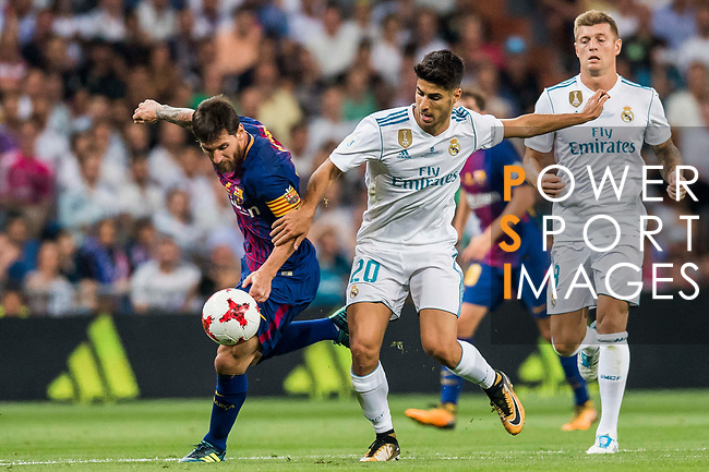 Lionel Andres Messi (l) of FC Barcelona battles for the ball with Marco Asensio Willemsen of Real Madrid during their Supercopa de Espana Final 2nd Leg match between Real Madrid and FC Barcelona at the Estadio Santiago Bernabeu on 16 August 2017 in Madrid, Spain. Photo by Diego Gonzalez Souto / Power Sport Images