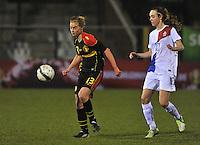 Netherlands U17 - Belgium U17 : Margaux Van Ackere aan de bal voor Jill Jamie Roord.foto Joke Vuylsteke / Vrouwenteam.be