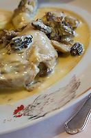 """Europe/France/Rhône-Alpes/01/Ain/Les Echets: Volaille de Bresse  à la crème et aux morilles recette de Christophe Marguin restaurant """"Christophe Marguin"""""""