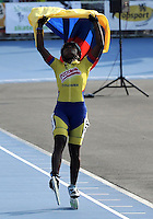 OOSTENDE – BELGICA – 23-08-2013: Jersy Puello, patinadora de Colombia celebra la medalla de oro y nuevo record mundial durante la prueba de los 300 metros contra reloj individual mayores damas en el patinodromo Mundialista Track en Oostende,  Belgica, agosto 23 de 2013. (Foto: VizzorImage / Luis Ramirez / Staff).  Jersy Puello Colombia skater celebrates the gold medal  and the new world record during testing of the 300 meters individual time trial senior ladies in the Mundialist Track in Oostende, Belgium, August 23, 2013. (Photo: VizzorImage / Luis Ramirez / Staff).