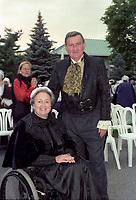 La Lieutenant-Gouverneure  du Quebec, Lise Thibault et<br /> Le Maire Pierre Bourque<br />  dans une reception costumee,<br />  date inconnue <br /> (entre 1997 et 2001)