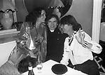 MARINA RIPA DI MEANA CON RUDOLF NUREYEV ED ELSA MARTINELLI<br /> BELLA BLU ROMA 1980
