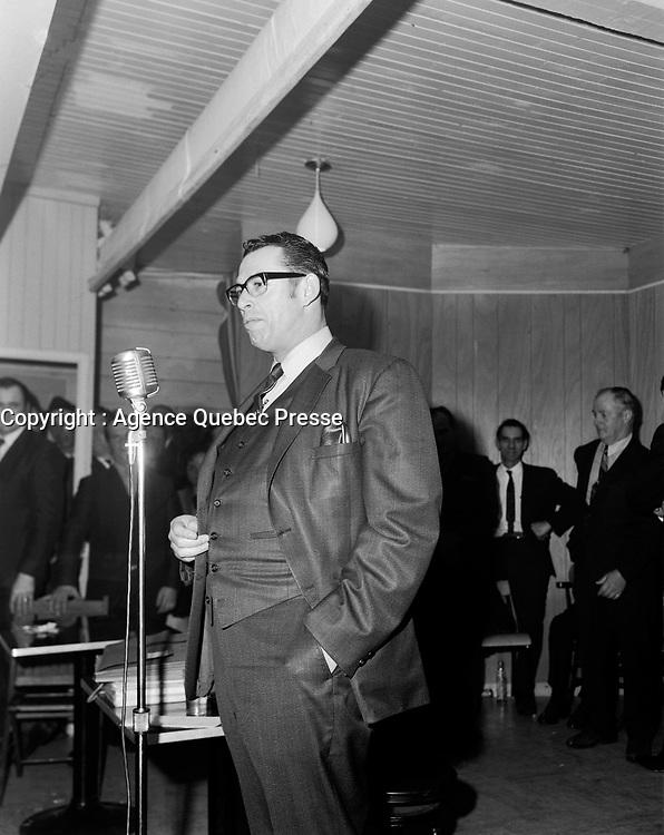 Camille Samson dans le comté de Lotbinière<br /> en 1970 (date exacte inconnue)<br /> <br /> Photo : Joffre Plamondon - Agence Quebec Presse