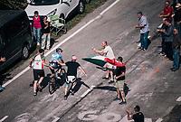 Rubén Fernández (ESP/Movistar) getting a helping hand up the final climb to Pratonevoso<br /> <br /> stage 18: Abbiategrasso - Pratonevoso (196km)<br /> 101th Giro d'Italia 2018
