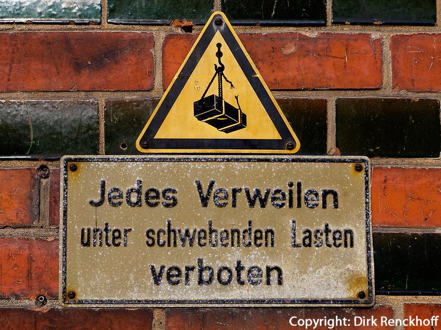 Hinweisschild in der  Speicherstadt, Hamburg, Hamburg, Deutschland, Europa, UNESCO-Weltkulturerbe<br /> in Speicherstadt, Hamburg, Germany, Europe, UNESCO world heritage