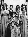 Iraq 1930?.Suleimania: Family Shemsini, seating the mother, Asma Han.From right to left, standing, Kafia Han, 3rd, Sheikh Mohamed Sheikh Ali and left, Fatma Han  .Irak 1930? .Souleimania:La famille Shemsini