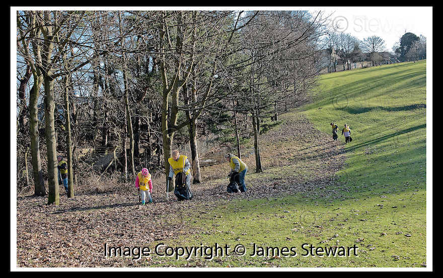 01/02/2010  Copyright  Pic : James Stewart.05_dollar_park  .::  FRIENDS OF DOLLAR PARK LITTER PICK : SUNDAY 31ST JANUARY 2010 :: .James Stewart Photography 19 Carronlea Drive, Falkirk. FK2 8DN      Vat Reg No. 607 6932 25.Telephone      : +44 (0)1324 570291 .Mobile              : +44 (0)7721 416997.E-mail  :  jim@jspa.co.uk.If you require further information then contact Jim Stewart on any of the numbers above.........